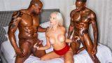 Kız Arkadaşını Para için Ortağına Sattı Zenci Grup Porno